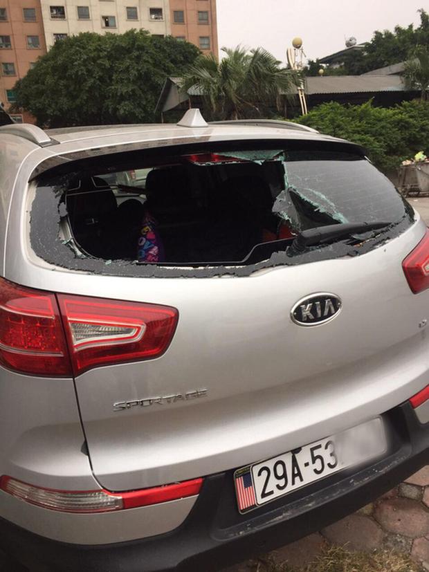 Điều tra vụ ôtô của cư dân nghi bị đập phá vì không gửi vào bãi - Ảnh 1.