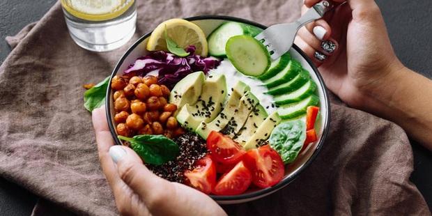 6 lời khuyên để từ bỏ chế độ ăn kiêng và ăn uống trực quan hơn vào năm 2021 - Ảnh 1.
