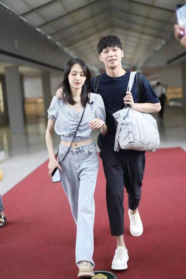 Fan soi ra chi tiết bất thường trong thời gian bị đồn mang thai của Trịnh Sảng, trang phục đã nói lên tất cả! - Ảnh 1.