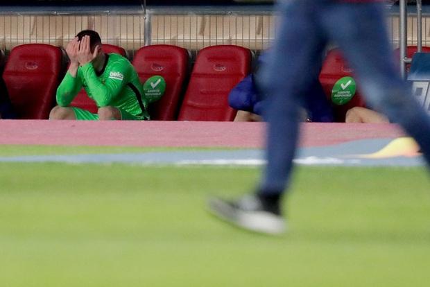 Đồng đội Messi ôm mặt giấu nỗi buồn, cầu thủ Bilbao hoá trang thành ngư dân sau chung kết Siêu Cúp Tây Ban Nha - Ảnh 3.