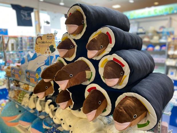 Thủy cung tạo ra những cuộn sushi cá chình khổng lồ khiến dân tình khóc thét và sự thật thú vị đằng sau - Ảnh 6.