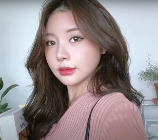 YouTuber Hàn kiếm triệu view nhờ makeup giống mỹ nhân True Beauty, netizen xỉu mạnh vì nhìn y chang nguyên mẫu - Ảnh 3.