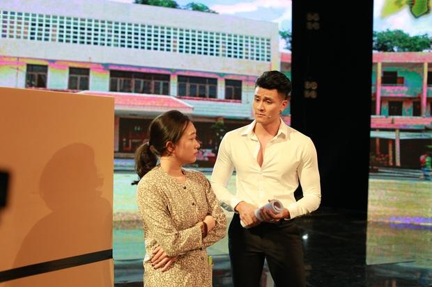 Táo Xuân 2021: Siêu mẫu Vĩnh Thụy mặc sơ mi trắng, cực đắt slot chụp hình cùng nghệ sĩ - Ảnh 8.