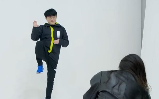Cựu thành viên Wonder Girls - Sunmi hướng dẫn Showmaker cách selfie sau khi thấy idol chụp ảnh quá thảm họa - Ảnh 5.