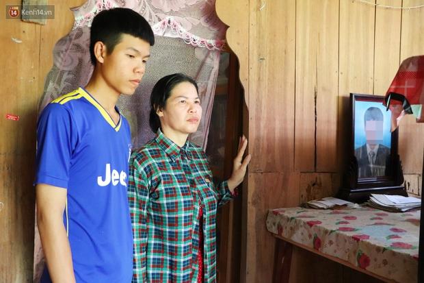 Cha mất, mẹ dần mù lòa, đứa con trai 16 tuổi phải nghỉ học đi phụ hồ nuôi gia đình: Mẹ mà có chuyện gì em không sống nổi - Ảnh 8.