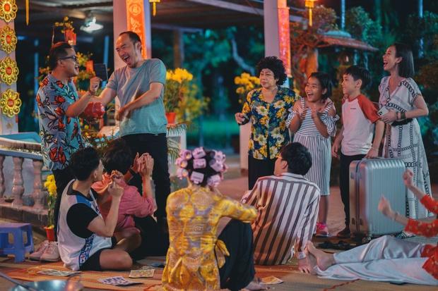 Tiến Luật ăn gan trời, giấu Thu Trang giữ quỹ đen ở Tết Đến Rồi Về Nhà Thôi 4 - Ảnh 1.