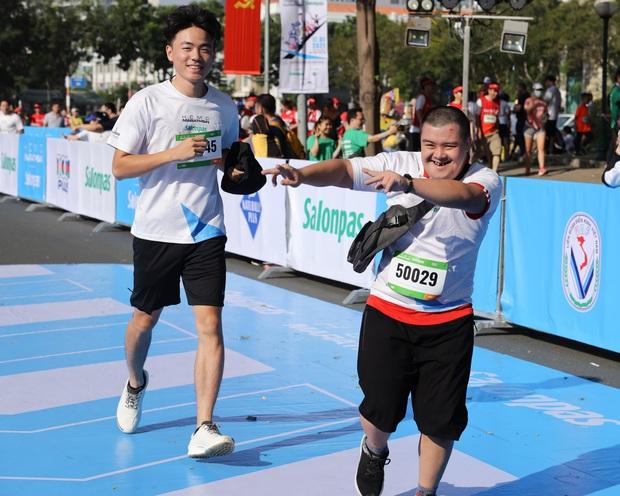 TP.HCM: Ấm áp đường chạy marathon dành riêng cho người khuyết tật và nạn nhân chiến tranh - Ảnh 3.
