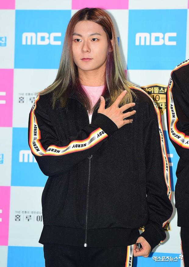 Choáng trước cặp đôi công khai hẹn hò tình tứ tại Đại hội thể thao idol Kpop, giờ sự thật đằng sau mới được hé lộ - Ảnh 4.