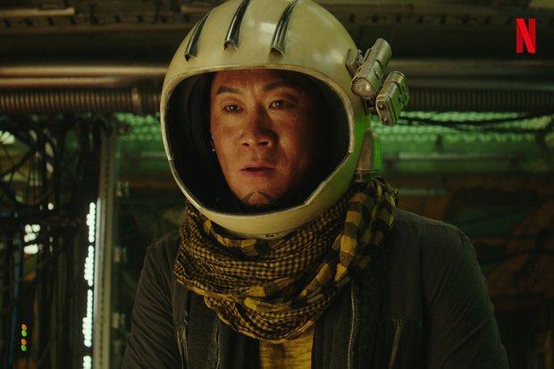 Bom tấn Space Sweepers tung hàng nóng: Kim Tae Ri đấu súng cực ngầu, Song Joong Ki xứng danh trùm công nghệ - Ảnh 6.