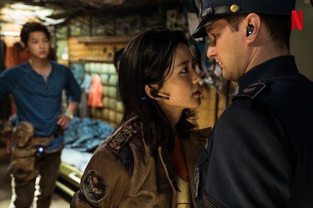Bom tấn Space Sweepers tung hàng nóng: Kim Tae Ri đấu súng cực ngầu, Song Joong Ki xứng danh trùm công nghệ - Ảnh 5.