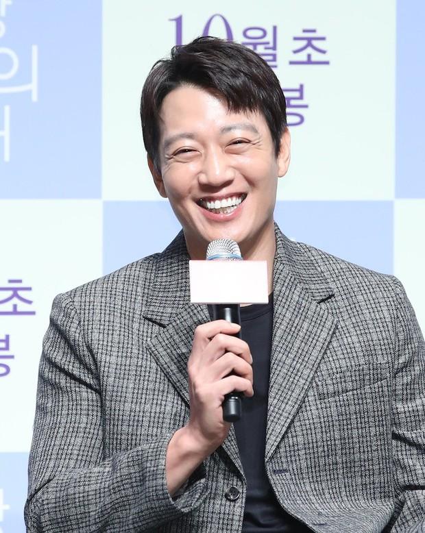 Giữa lùm xùm cặp kè Trịnh Sảng, Lee Jong Suk được mời vào vai nam chính ở dự án phim hành động mới - Ảnh 4.