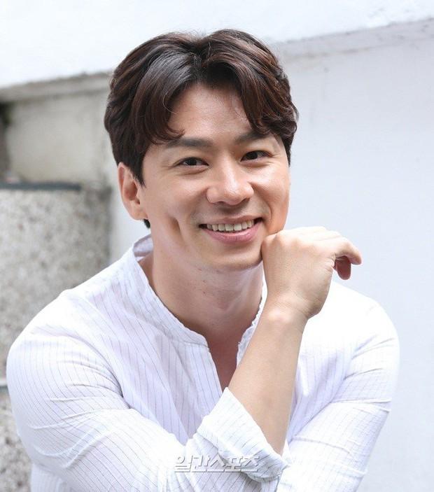 Giữa lùm xùm cặp kè Trịnh Sảng, Lee Jong Suk được mời vào vai nam chính ở dự án phim hành động mới - Ảnh 6.