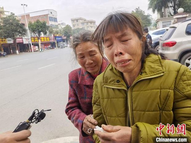 Bé gái bị kẻ biến thái sát hại dã man khi đang đi bán trái cây, gần 840 ngày sau mới được hỏa táng vì chờ hung thủ trả giá - Ảnh 2.