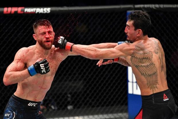 Bị giã lên người số cú đòn nhiều kỷ lục, gương mặt võ sĩ trở nên sưng vù, ghê rợn nhất là chiếc mũi bị biến dạng hoàn toàn - Ảnh 5.