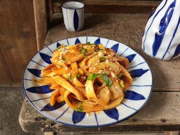 Cơm nóng trộn trứng sống - sa tế: Món ăn đang hot trên MXH mấy ngày nay, hóa ra lại dễ làm và vô cùng thơm ngon nhờ loại gia vị made in Việt Nam này - Ảnh 11.