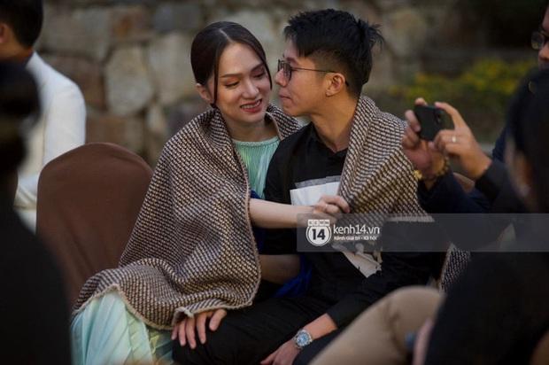 """Team qua đường bắt trọn cảnh Hương Giang - Matt Liu hôn đắm đuối, """"táy máy"""" tay giữa sự kiện: Hội chứng cuồng bồ đây chứ đâu! - Ảnh 5."""