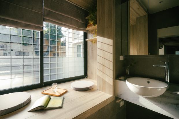 Chàng kiến trúc sư cải tạo căn hộ Pháp cổ, không gian tối giản nhưng sáng thoáng ngỡ ngàng - Ảnh 15.