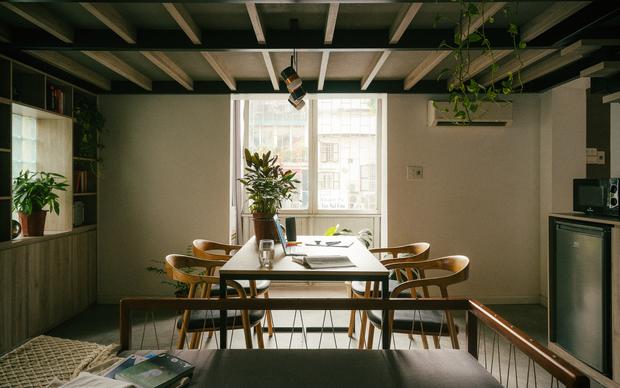 Chàng kiến trúc sư cải tạo căn hộ Pháp cổ, không gian tối giản nhưng sáng thoáng ngỡ ngàng - Ảnh 7.