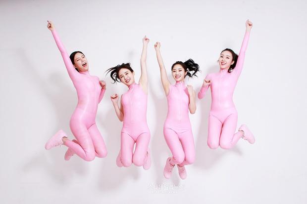 Loạt outfit gây tranh cãi bậc nhất Kpop: SNSD bị nghi đạo nhái, PSY diện jumpsuit sexy nhưng chưa sốc bằng boygroup mặc mỗi nội y lên stage - Ảnh 11.