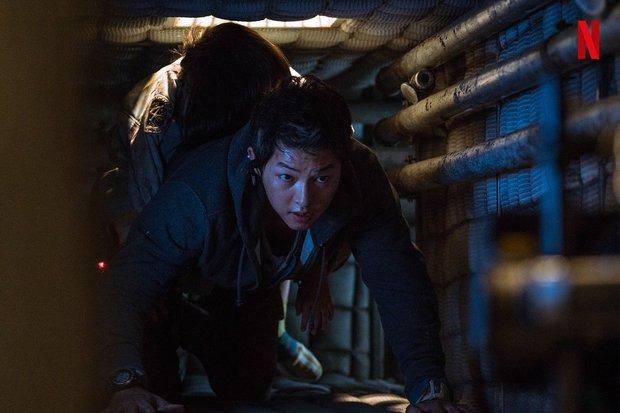 Bom tấn Space Sweepers tung hàng nóng: Kim Tae Ri đấu súng cực ngầu, Song Joong Ki xứng danh trùm công nghệ - Ảnh 3.