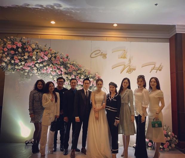 Dàn sao đổ bộ tiệc cưới NS Công Lý: Á hậu Thuỵ Vân đọ sắc bên cô dâu, Huyền My như người khổng lồ giữa dàn mỹ nhân - Ảnh 7.