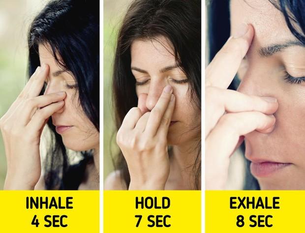 Nếu bị mất ngủ, hãy thử ngay 4 mẹo hữu ích giúp cơ thể nhanh vào giấc hơn - Ảnh 2.