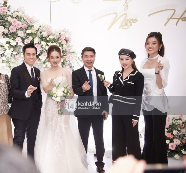 Dàn sao đổ bộ tiệc cưới NS Công Lý: Á hậu Thuỵ Vân đọ sắc bên cô dâu, Huyền My như người khổng lồ giữa dàn mỹ nhân - Ảnh 5.