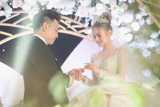 Nhìn lại làng streamer Việt năm 2020: Rình rang đám cưới khủng của Xemesis, Chim Sẻ Đi Nắng cũng bị trói chân, riêng Thảo Nari khiến nhiều fan nam tiếc nuối - Ảnh 2.