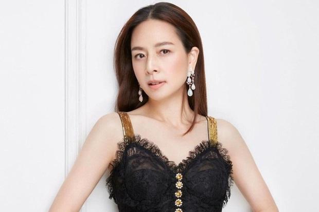 Nữ tỷ phú sáng giá bậc nhất Thái Lan: Nổi tiếng thế giới bằng loạt ảnh bật khóc trên sân bóng và bông hồng thép khiến nhiều người ngưỡng mộ - Ảnh 1.