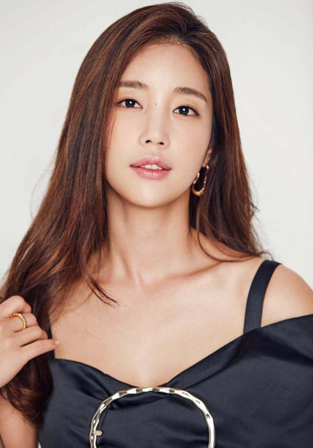 Lộ diện vợ cũ của ác nhân Penthouse, chị đẹp xuất hiện ở hai tập cuối, đối đầu trực tiếp với bà cả Lee Ji Ah? - Ảnh 2.