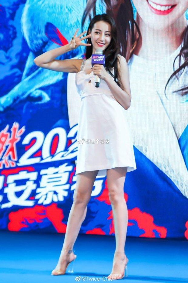 Đúng là idol đẹp như Hoa hậu: Jisoo lấn át Nhiệt Ba khi đụng hàng, còn khơi lại vụ diện đồ nhái của Lan Ngọc - Ảnh 4.