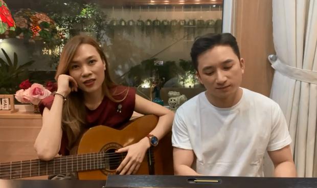 Mỹ Tâm công bố Phan Mạnh Quỳnh chính là khách mời đầu tiên của Liveshow Tri Âm, tiện thể ngồi mở minishow đàn hát tưng bừng! - Ảnh 2.