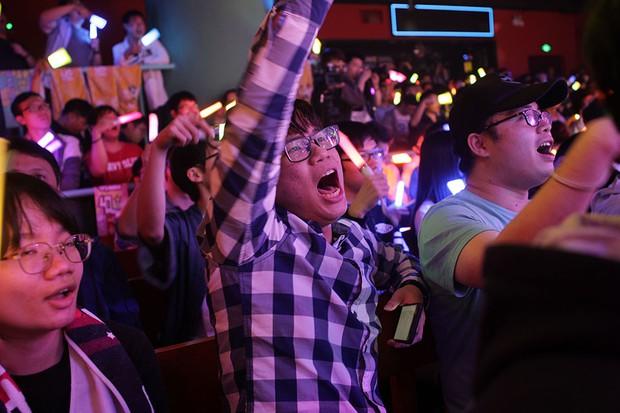 Trào lưu nuôi thần tượng như con mọn của các fan mama và những góc khuất thị phi chẳng kém cung đấu showbiz của fan cuồng xứ Trung - Ảnh 1.