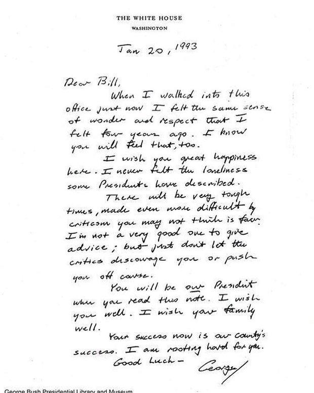 Bức thư cuối cùng ông Donald Trump để lại cho tân Tổng thống Mỹ Joe Biden trước khi chính thức rời Nhà Trắng - Ảnh 2.