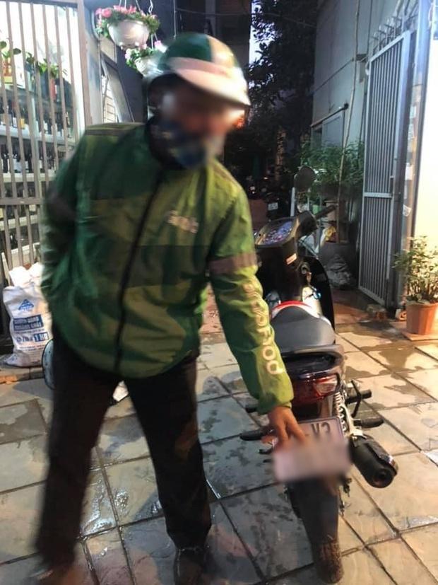 Xôn xao chuyện cô gái từ miền Trung ra Hà Nội gọi xe không qua app, liền bị tài xế trung niên hét giá 300k cho 7km - Ảnh 1.