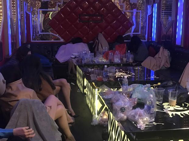 Giả vờ đóng cửa, nhà hàng Lion ở Sài Gòn cho khách vào phê ma tuý cùng các nữ nhân viên - Ảnh 1.