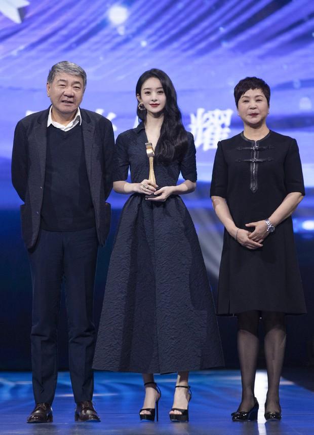 Kết quả đêm hội Douyin 2020: Triệu Lệ Dĩnh hốt đậm cạnh Vương Nhất Bác, Chương Tử Di gây xôn xao với giải Tân binh - Ảnh 1.