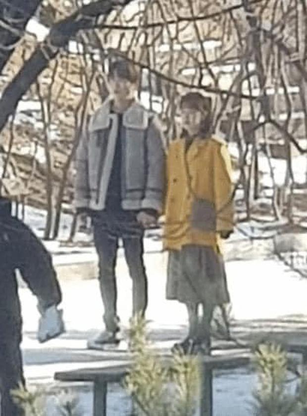 NCT Jaehyun nắm tay bạn diễn tình tứ ở hậu trường Dear.M, nhìn mà tưởng bị khui hẹn hò cơ! - Ảnh 1.