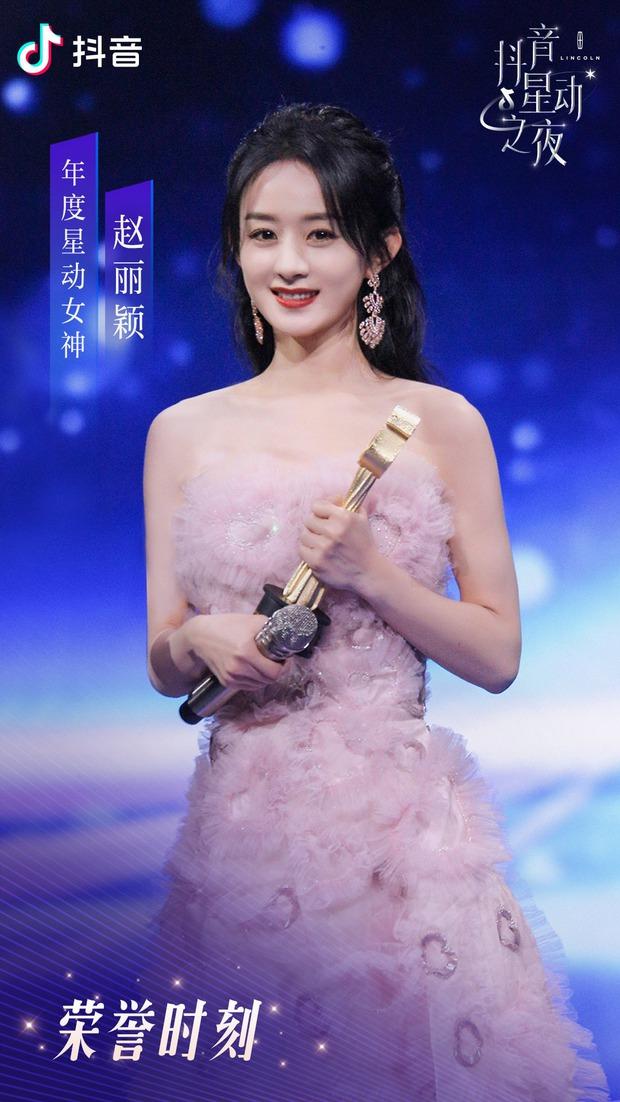 Kết quả đêm hội Douyin 2020: Triệu Lệ Dĩnh hốt đậm cạnh Vương Nhất Bác, Chương Tử Di gây xôn xao với giải Tân binh - Ảnh 2.