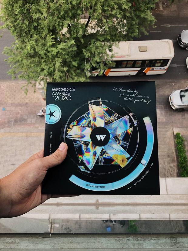 Tấm thiệp mời HOT nhất MXH hôm nay: Vừa đẹp, vừa sang, lấp lánh diệu kỳ đúng như chủ đề WeChoice Awards 2020! - Ảnh 4.