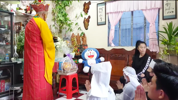 Lễ an táng ca sĩ Vân Quang Long tại Đồng Tháp: Con gái lớn ôm tro cốt, vợ cũ để tang, Linh Lan khóc nghẹn ôm con gái - Ảnh 19.