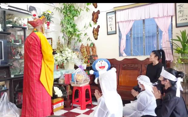 Lễ an táng ca sĩ Vân Quang Long tại Đồng Tháp: Con gái lớn ôm tro cốt, vợ cũ để tang, Linh Lan khóc nghẹn ôm con gái - Ảnh 20.