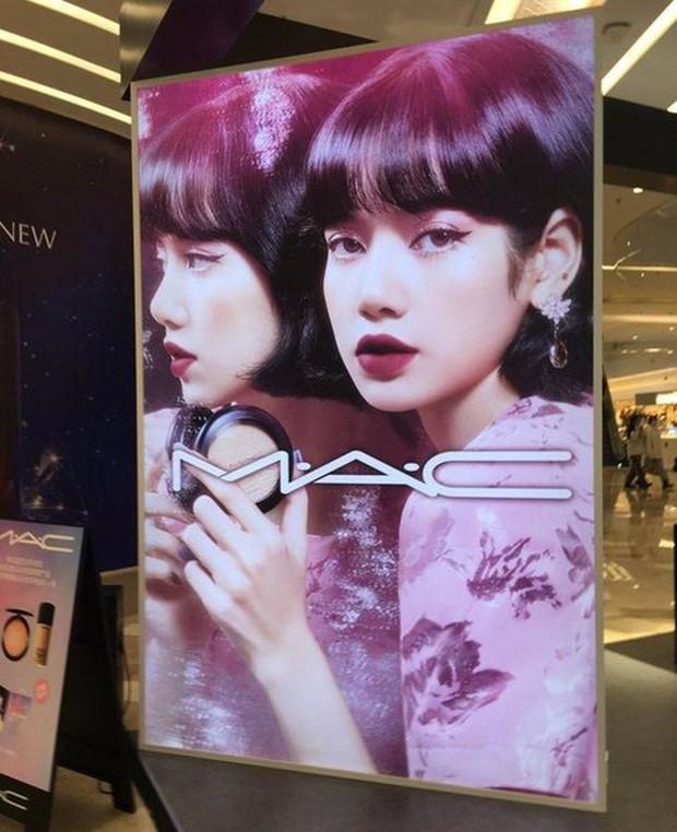 BLACKPINK đấu đá ngay tại TTTM: Jisoo và Dior như cá gặp nước, Rosé là Saint Laurent sống hoàn hảo - Ảnh 4.