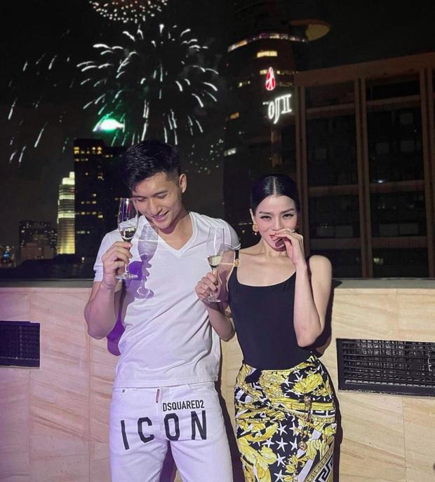 Lệ Quyên và tình trẻ Lâm Bảo Châu công khai kề cận tại sinh nhật Quang Hà, nhìn biểu cảm đủ biết hạnh phúc thế nào! - Ảnh 5.
