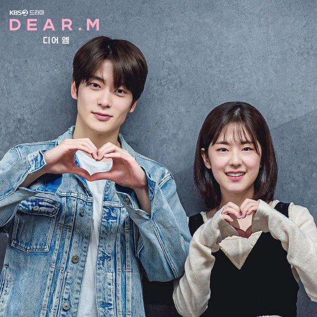 NCT Jaehyun nắm tay bạn diễn tình tứ ở hậu trường Dear.M, nhìn mà tưởng bị khui hẹn hò cơ! - Ảnh 3.