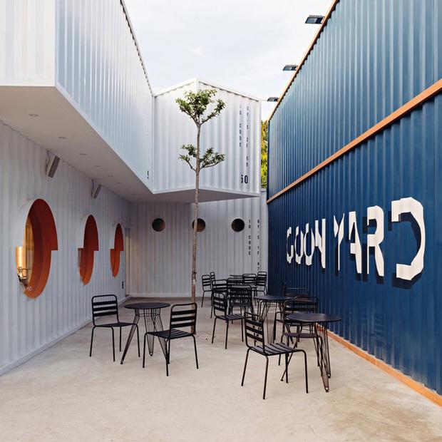 Quán cà phê container rực rỡ sắc cam ở Cần Thơ nổi bật trên báo ngoại - Ảnh 1.
