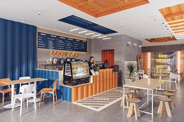 Quán cà phê container rực rỡ sắc cam ở Cần Thơ nổi bật trên báo ngoại - Ảnh 2.