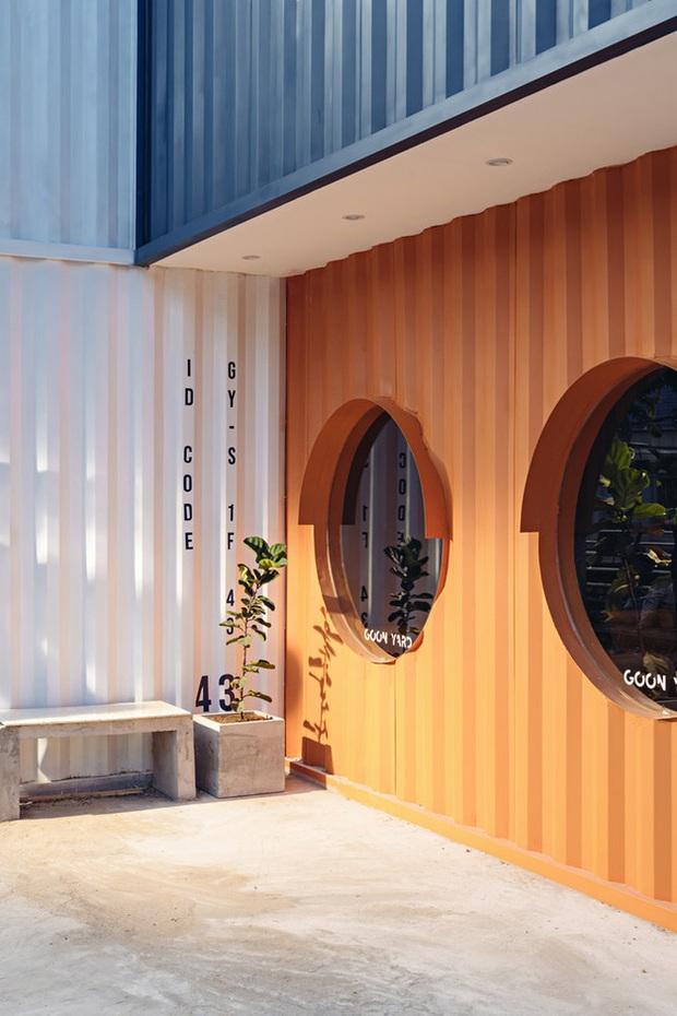 Quán cà phê container rực rỡ sắc cam ở Cần Thơ nổi bật trên báo ngoại - Ảnh 4.