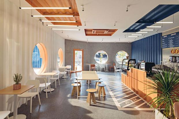 Quán cà phê container rực rỡ sắc cam ở Cần Thơ nổi bật trên báo ngoại - Ảnh 9.