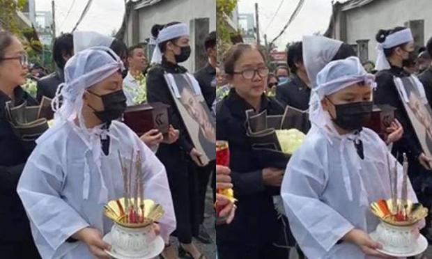 Lễ an táng ca sĩ Vân Quang Long tại Đồng Tháp: Con gái lớn ôm tro cốt, vợ cũ để tang, Linh Lan khóc nghẹn ôm con gái - Ảnh 15.